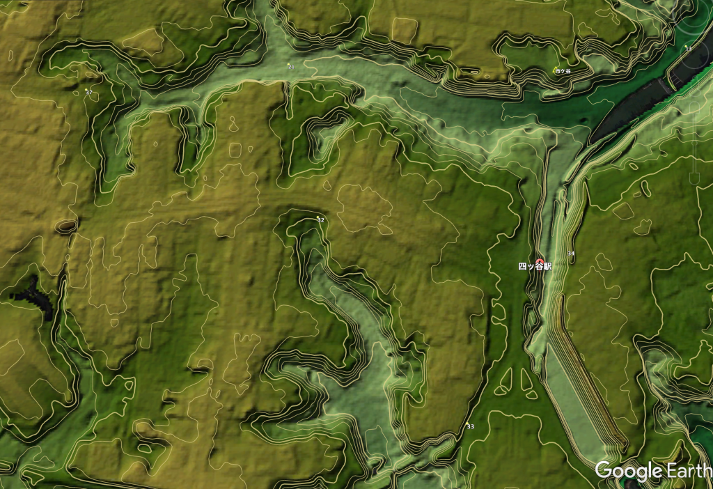 四谷の地形(Google Earthによる鳥瞰図)